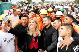 Con apoyo de la gente. En el Gobierno de Magario se festejó el no avance de la división.